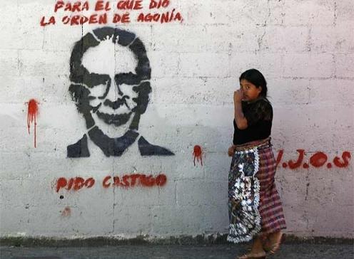 "Graffiti of Ríos Montt, Guatemala City: ""For he who gave the order of agony, I demand punishment - H.I.J.O.S."" (Via CPR-Urbana)"